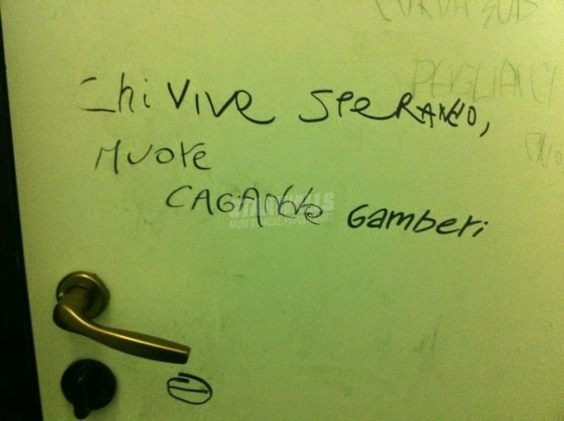 Scritte sui Muri c'è gente che scrivono