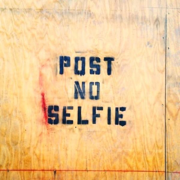 Scritte sui Muri Say No to Selfies