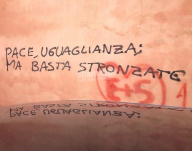 Scritte sui Muri Back to basics