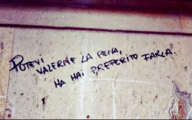 Scritte sui Muri Soffrire le pene