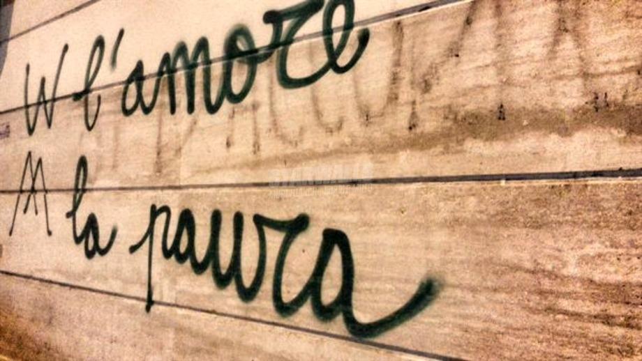 Scritte sui Muri Il dito nella piaga