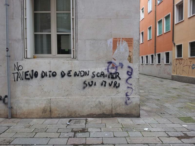 Scritte sui Muri Tavevo dito
