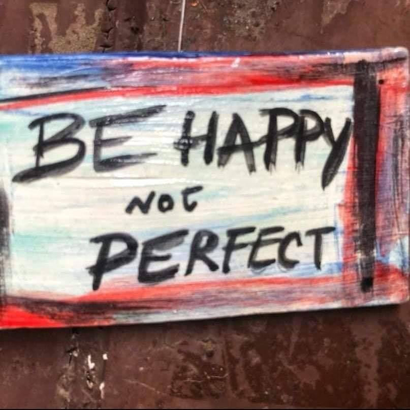Scritte sui Muri Be Happy not perfect